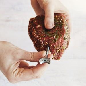 SurLaTable_SC-insert-in-raw-steak